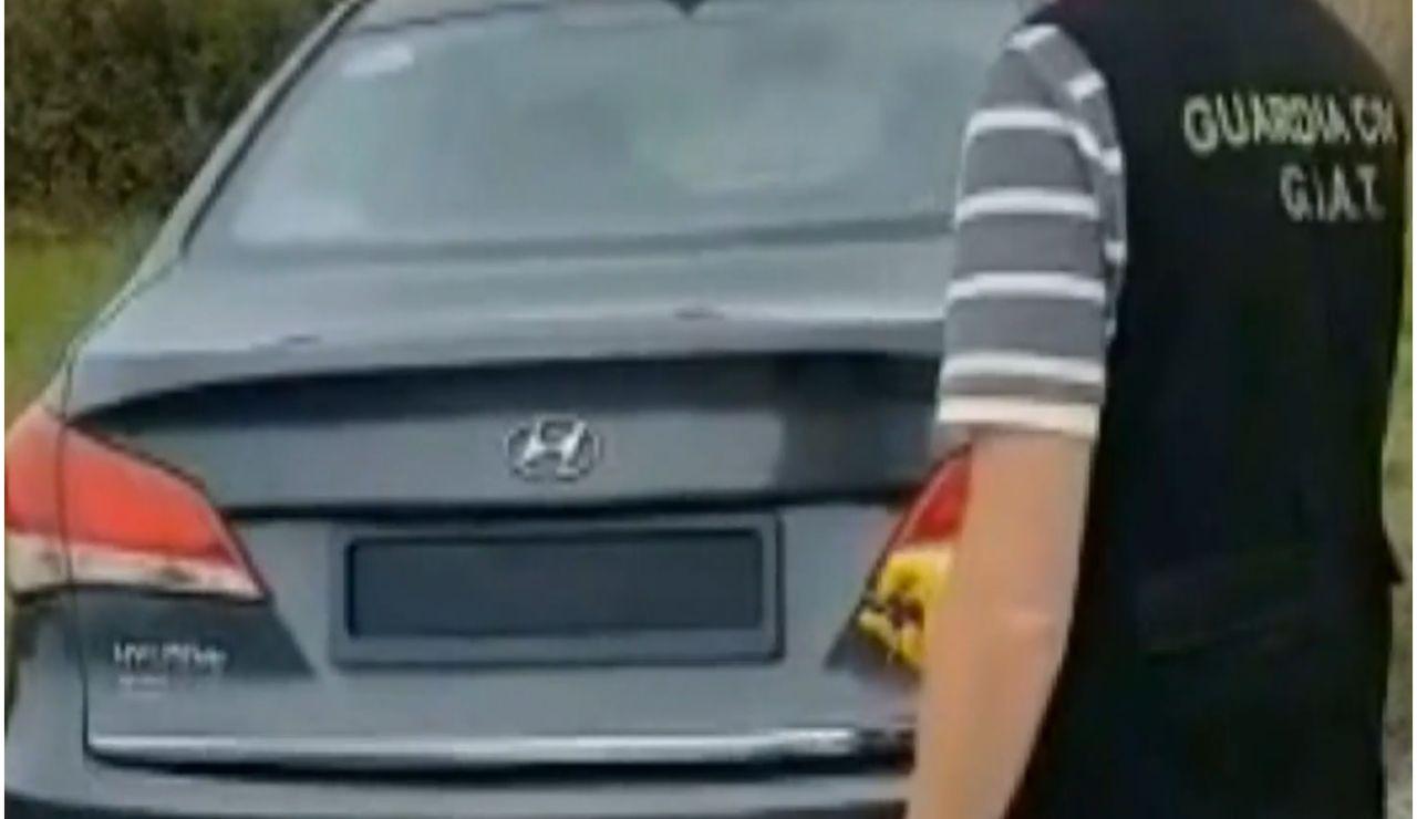 Detectan a un conductor que ocultaba la matrícula con un mando a distancia para librarse de las multas