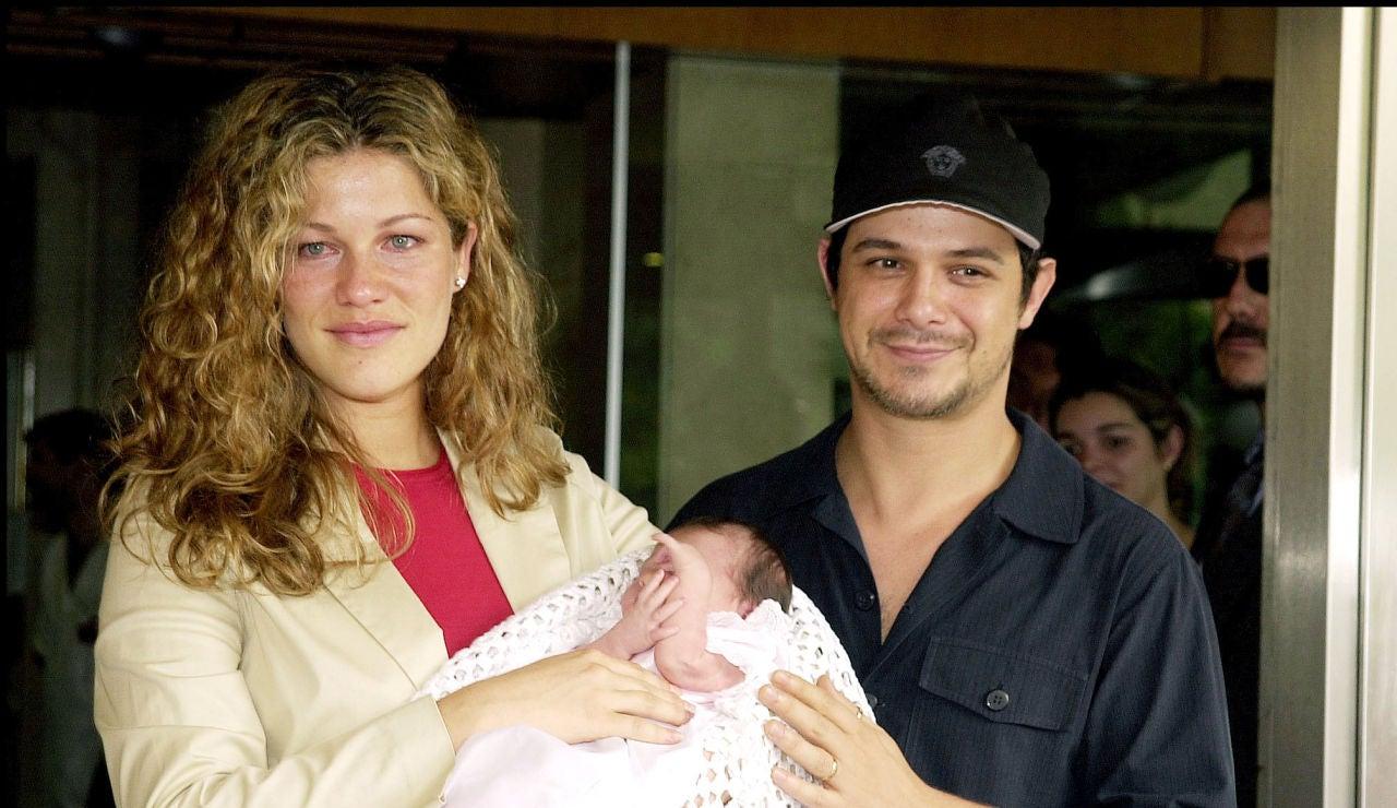 Alejandro Sanz y Jaydy Michel en 2001