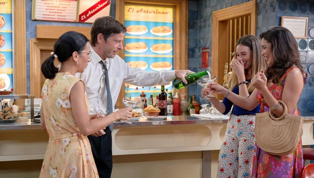 Avance 'Amar es para siempre': Luisita y Amelia se despiden de la Plaza de los Frutos, donde nació y creció su amor