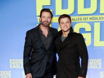 Hugh Jackman y Taron Egerton