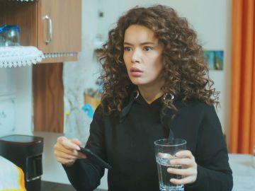 Yeliz descubre el gran secreto de Sirin tras la presunta muerte de Sarp