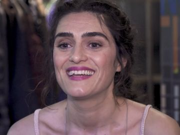 """Olivia Molina nos presenta a Julia y Sara, sus personajes en 'La Valla': """"Es un regalo poder hacer a dos gemelas que no conviven en el tiempo"""""""