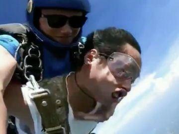 Momento del desmayo en pleno salto en paracaídas