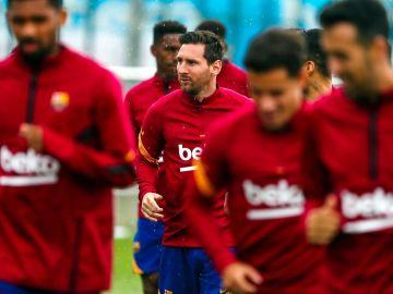 Leo Messi ejercitándose con el resto de sus compañeros