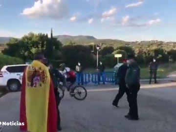 """El ayuntamiento de Galapagar reclama una """"respuesta firme"""" contra las manifestaciones ante el chalé de Pablo Iglesias e Irene Montero"""