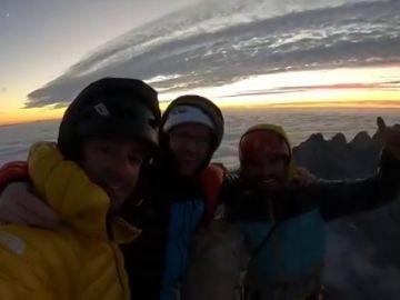 """Los hermanos Pou alcanzan la cumbre de Peña Santa tras abrir una nueva línea, bautizada como """"RAYU"""""""
