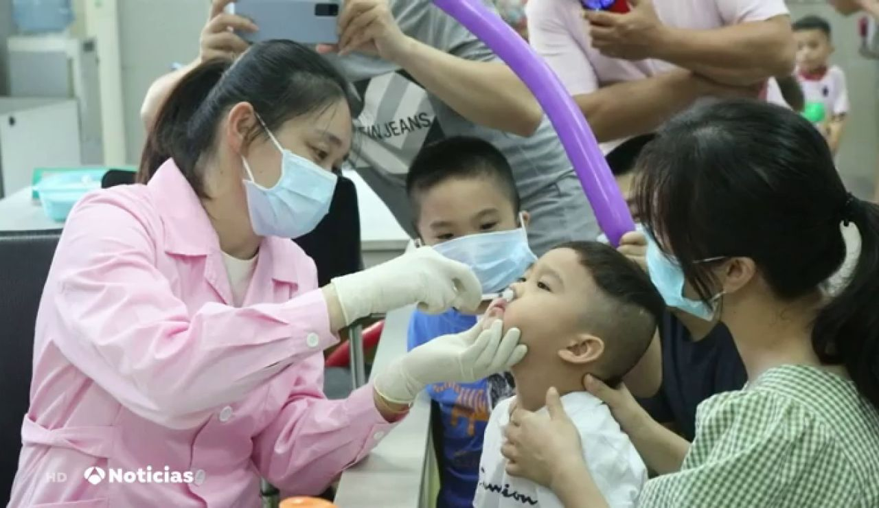 La nueva vacuna contra el coronavirus por spray nasal que ya se prueba en China