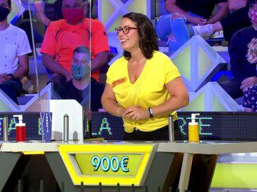 ¡Una ola para Natalia! La concursante acumula un buen monto en el primer panel de 'La ruleta de la suerte'