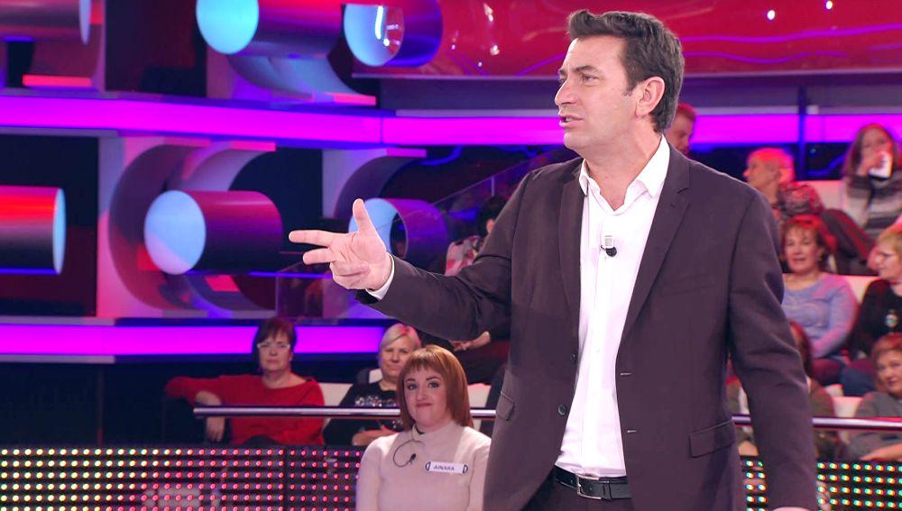 ¿Qué tienen que ver los dardos y las suegras? El ingenioso chiste de Arturo Valls en '¡Ahora caigo!'