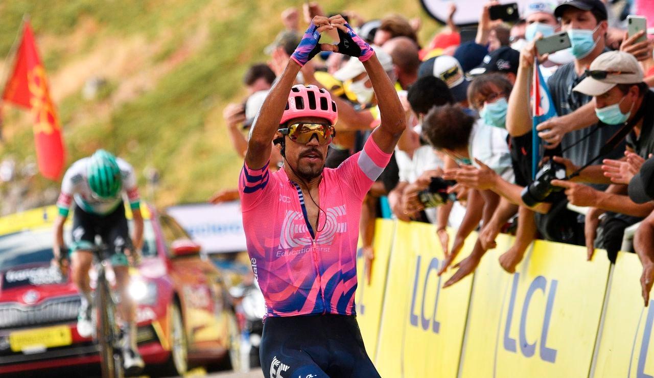 Daniel Martínez celebra la victoria en el alto de Puy Mary Cantal