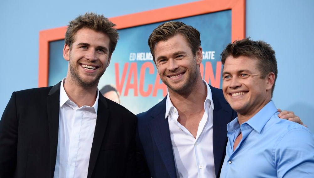 Chris Hemsworth con su hermanos, Liam y Luke