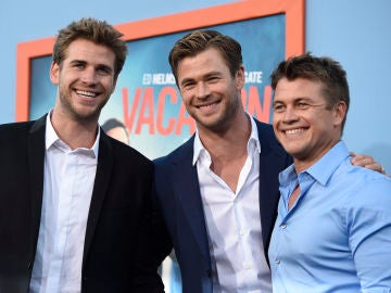 Chris Hemsworth con su hermanos, Liam y Luke