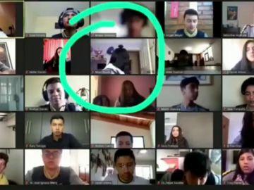 Roban en la casa de un estudiante en Ecuador mientras recibía una clase online y la cámara lo graba todo