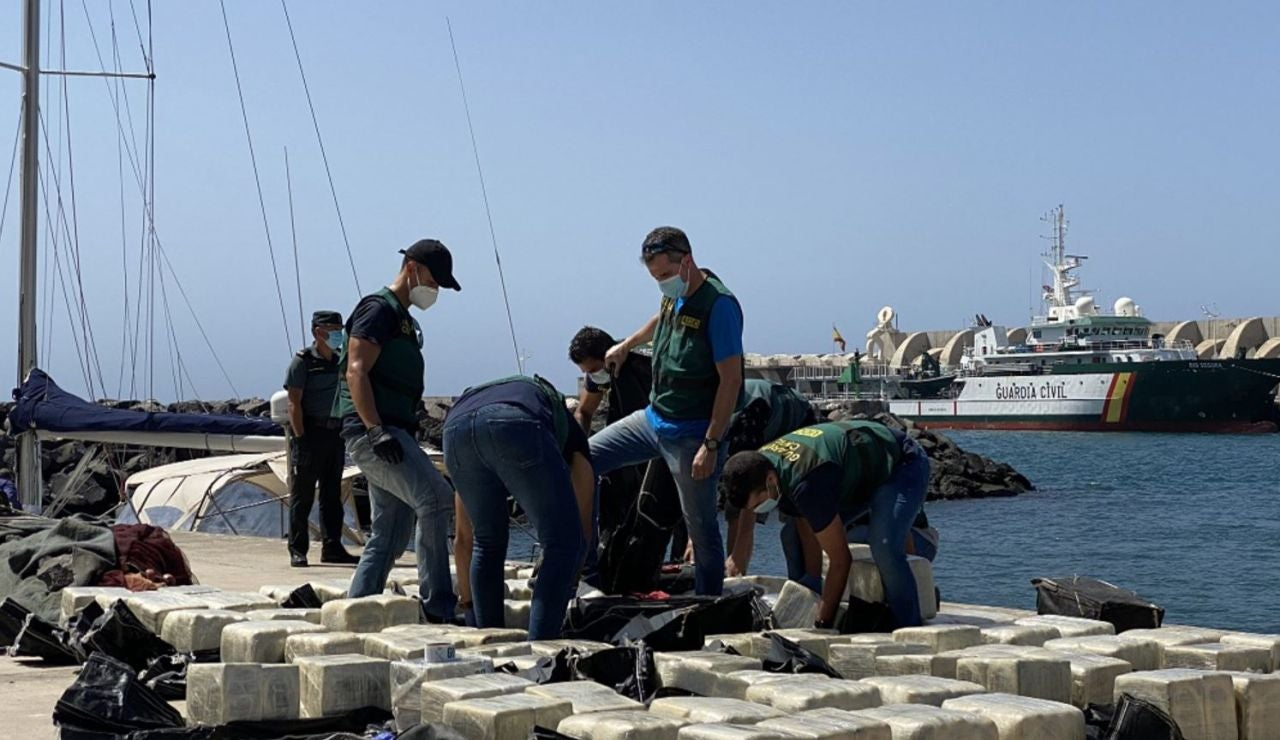 La Guardia Civil intercepta un barco en alta mar al oeste de La Palma con una tonelada de cocaína