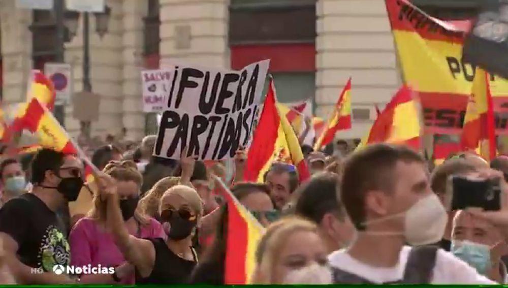 Una manifestación en Madrid pide la dimisión de Pedro Sánchez por su gestión de la pandemia de coronavirus