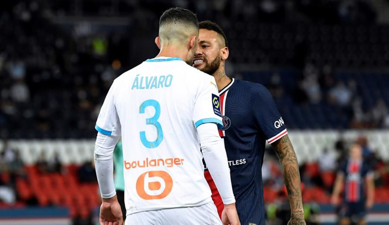 Pelea entre Neymar y el español, Álvaro González, en el PSG-Marsella, que dejó cinco expulsados y denuncias de insultos racistas