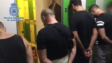 Desalojados 100 hombres sin mascarilla de una sauna gay de Malasaña, Madrid: hay ocho detenidos por drogas
