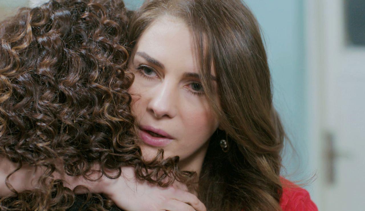 Jale susurra una palabra a Sirin que la deja en 'shock' al intentar que done médula para Bahar