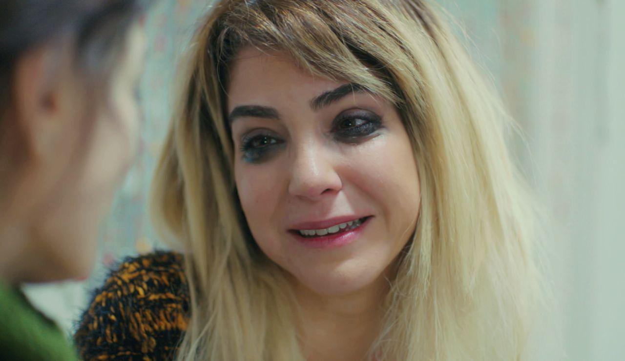 Ceyda, con el corazón roto: sin poder ver a su hijo y llena de deudas