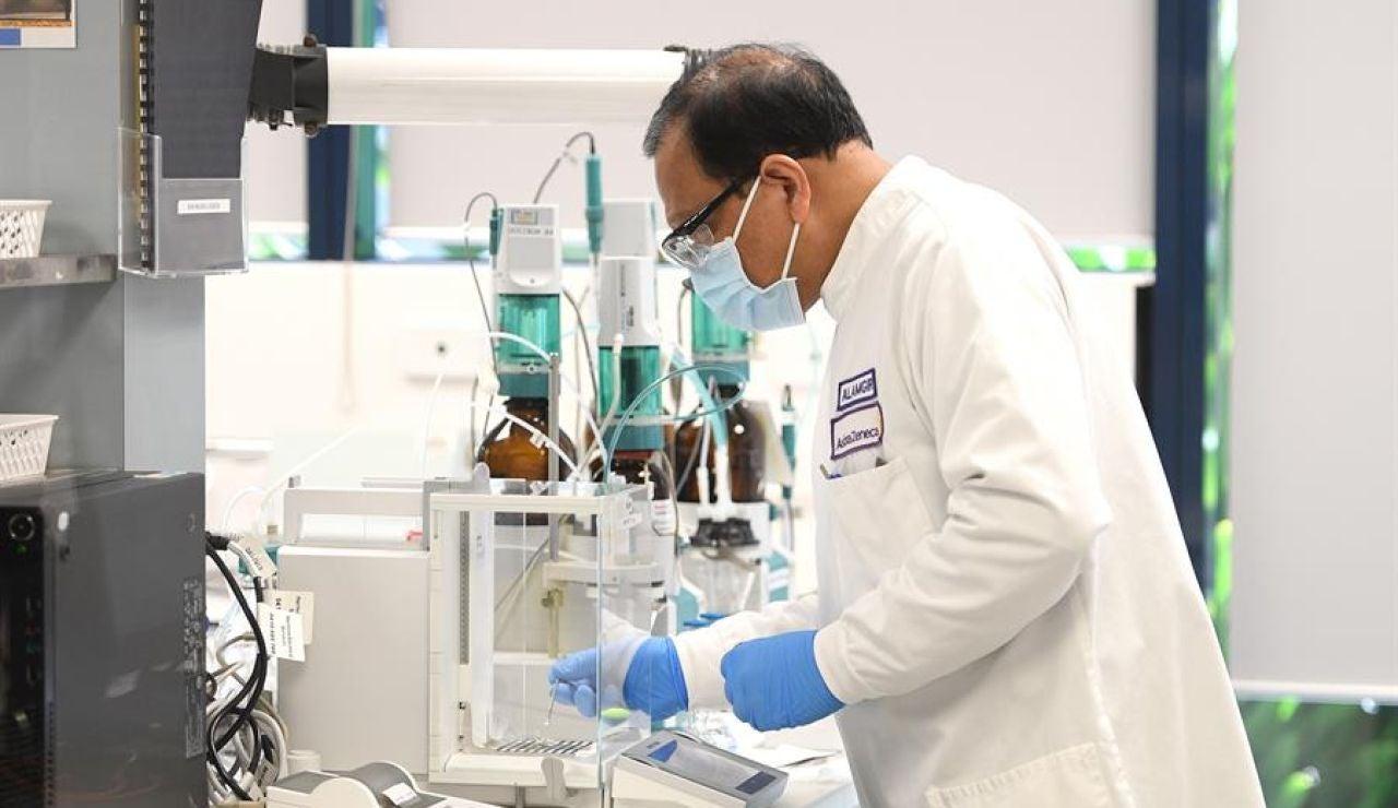 Un hombre en un laboratorio