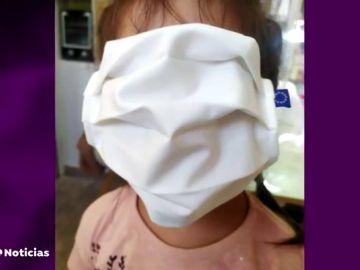 El fiasco de las mascarillas gratuitas gigantes en los colegios de Grecia