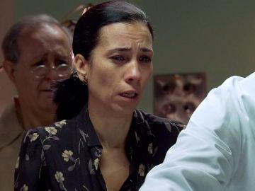 Manolita y Pelayo, rotos de dolor ante el cadáver de un miembro de su familia
