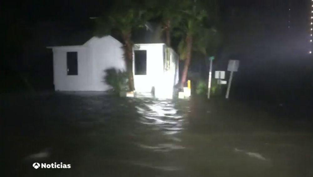 El huracán Sally toca tierra en Alabama y se temen inundaciones históricas