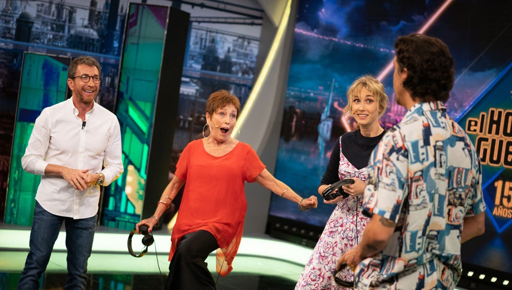 Fernando Simón, Julio Iglesias y Salvador Illa protagonizan el hilarante 'Teléfono escacharrado' de Carlos Latre en 'El Hormiguero 3.0'
