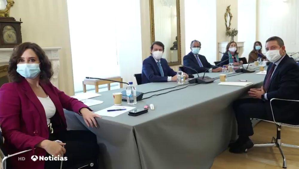"""Incertidumbre sobre las nuevas medidas por coronavirus que se adoptarán en Madrid: """"De los confinamientos selectivos a las restricciones de movilidad"""" en cuestión de horas"""