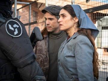 Hugo y Julia cruzan por primera vez la valla con un solo objetivo: recuperar a Marta