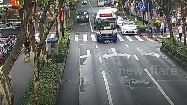 Un autobús atropella a un ciclista