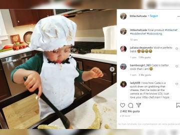 El pequeño chef de dos años cuenta con un perfil de Instagram