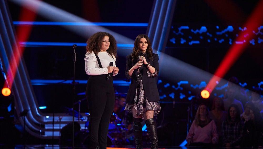 Laura Pausini y Carolina Gómez cantan 'En cambio no' en 'La Voz'