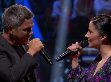 Alejandro Sanz y María Cortés protagonizan el momentazo de la noche cantando juntos 'Cuando nadie me ve' en 'La Voz'