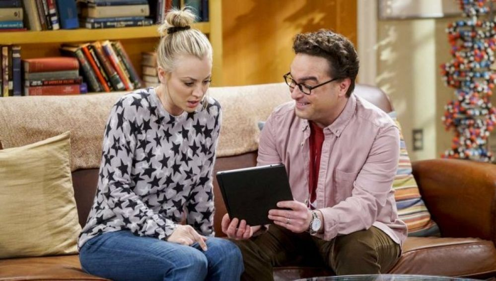 Johnny Galecki y Kaley Cuoco como Leonard y Penny en 'The Big Bang Theory'