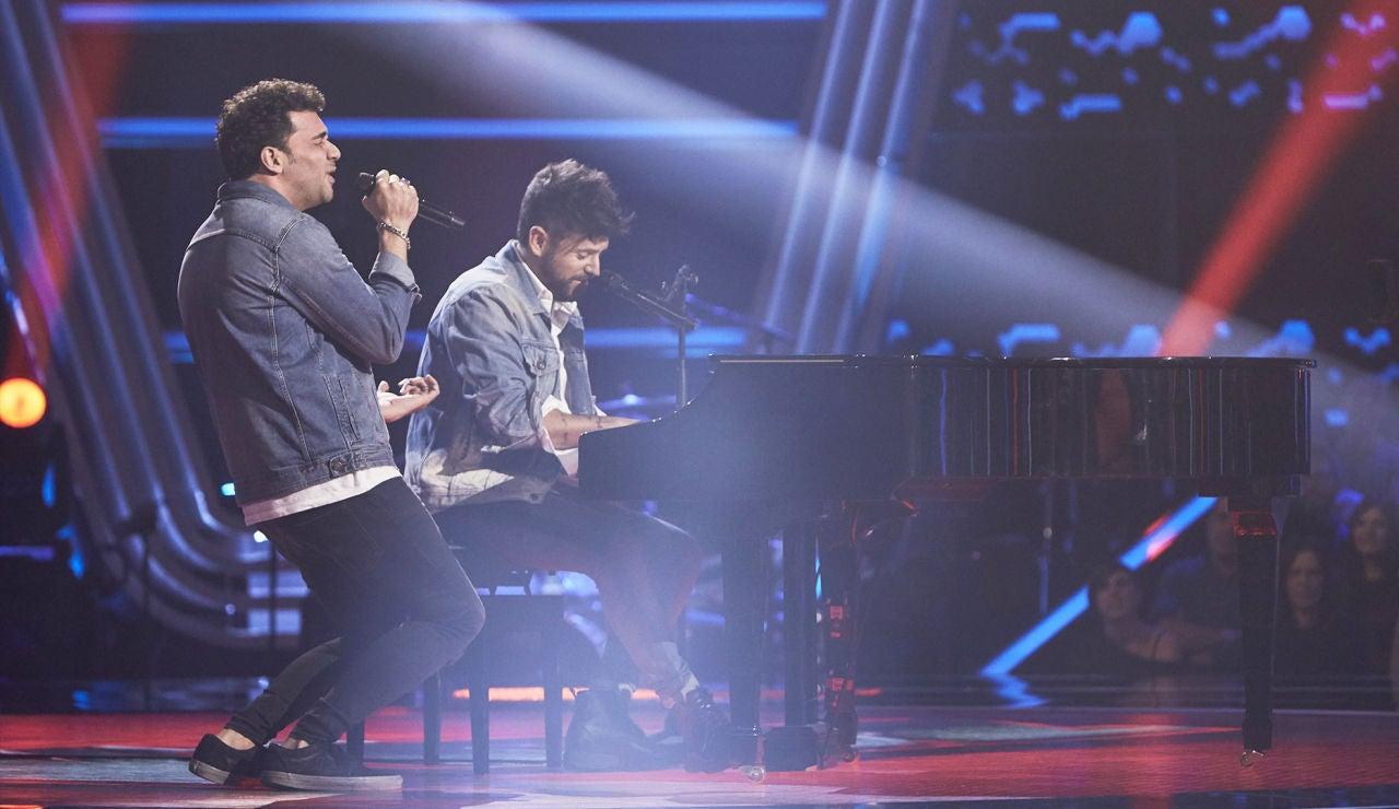 Pablo López y Manuel Cabello cantan 'Y sin embargo' en las Audiciones a ciegas de 'La Voz'