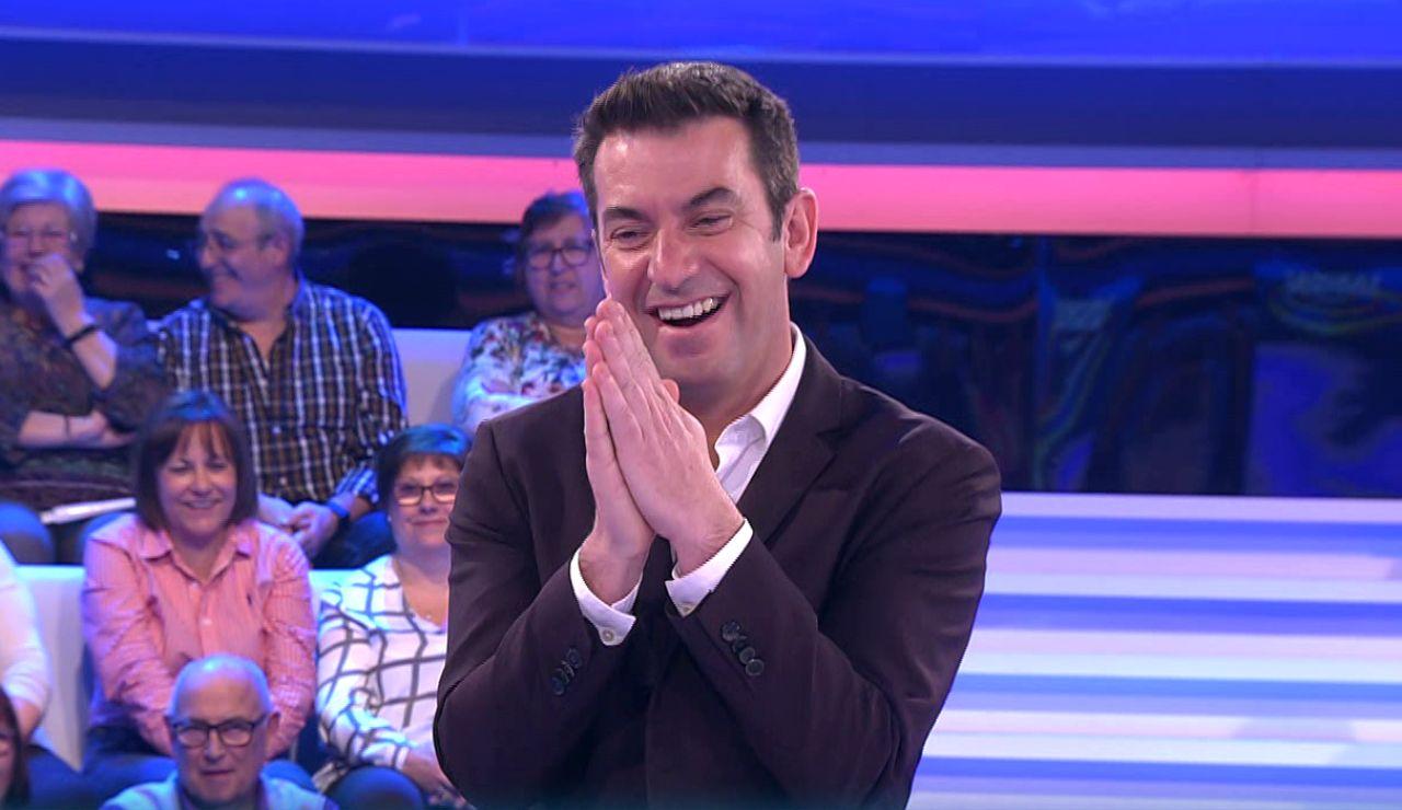 """Los hilarantes comentarios de Arturo Valls a una """"pregunta de mierda"""" de '¡Ahora caigo!'"""
