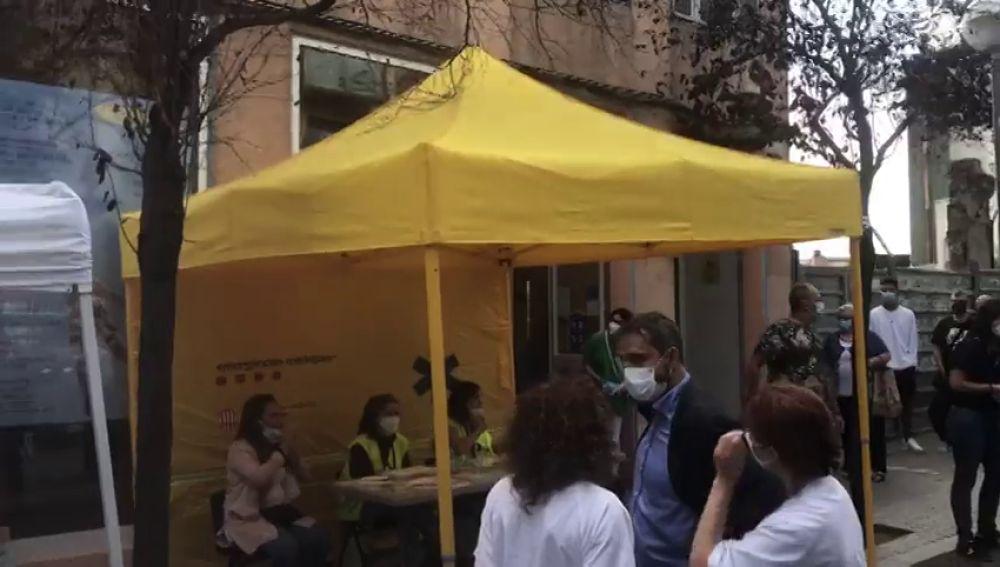 Barcelona realiza cribados masivos de coronavirus en el barrio de Trinitat Vella, uno de los más afectados