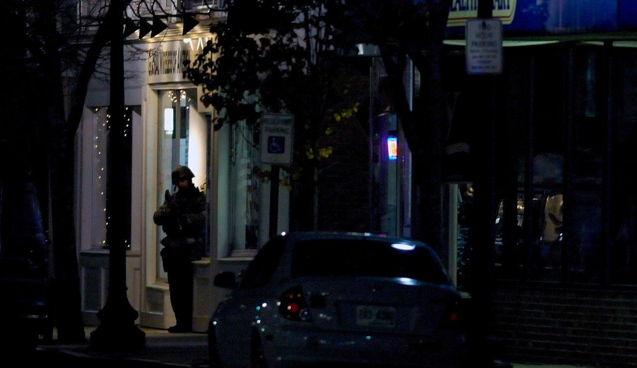 Un agente en un operativo policial en Rochester