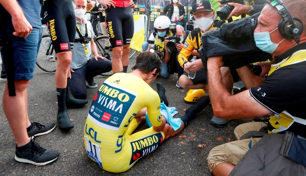 La imagen de Primoz Roglic, hundido tras perder el Tour de Francia ante Pogacar en la última crono