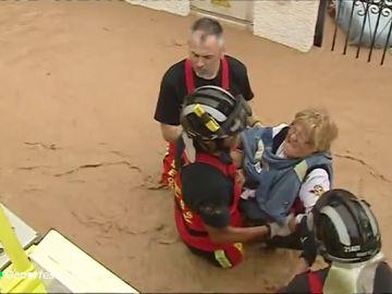 El entrenamiento extremo de los bomberos de Ávila para luchar contra las riadas