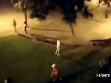 Pelea multitudinaria en Barcelona tras el intento de robo de un patinete eléctrico