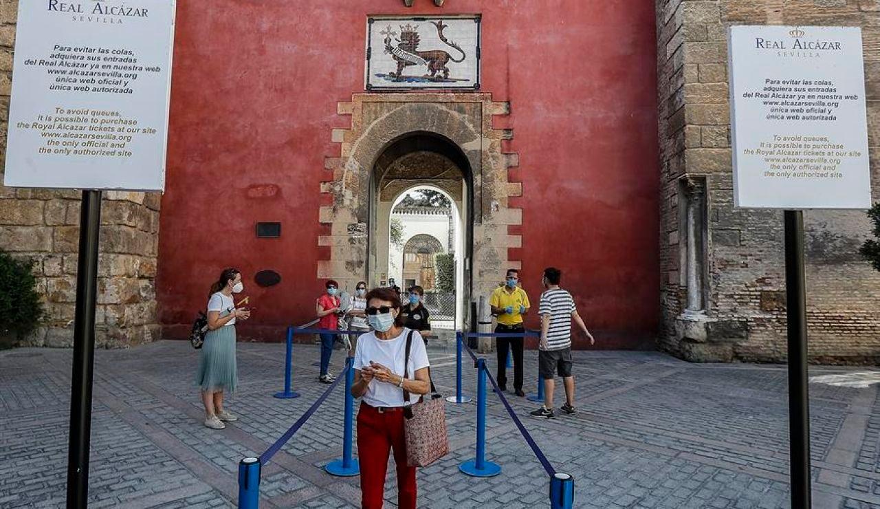 El Gobierno andaluz estudia nuevas medidas para hacer frente al aumento de casos de coronavirus
