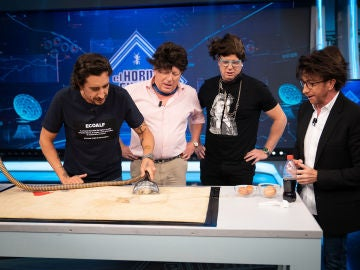 Marron y Los Morancos ponen a prueba el aspirador de fluidos en 'El Hormiguero 3.0': ¿logrará absorber cualquier líquido?
