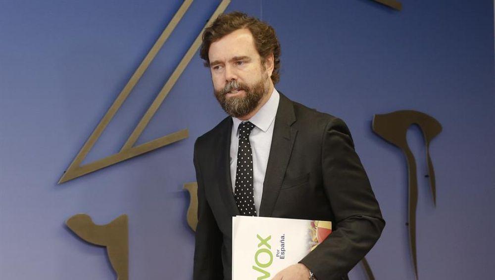 Vox: Iván Espinosa de los Monteros denuncia el robo de su portafolios