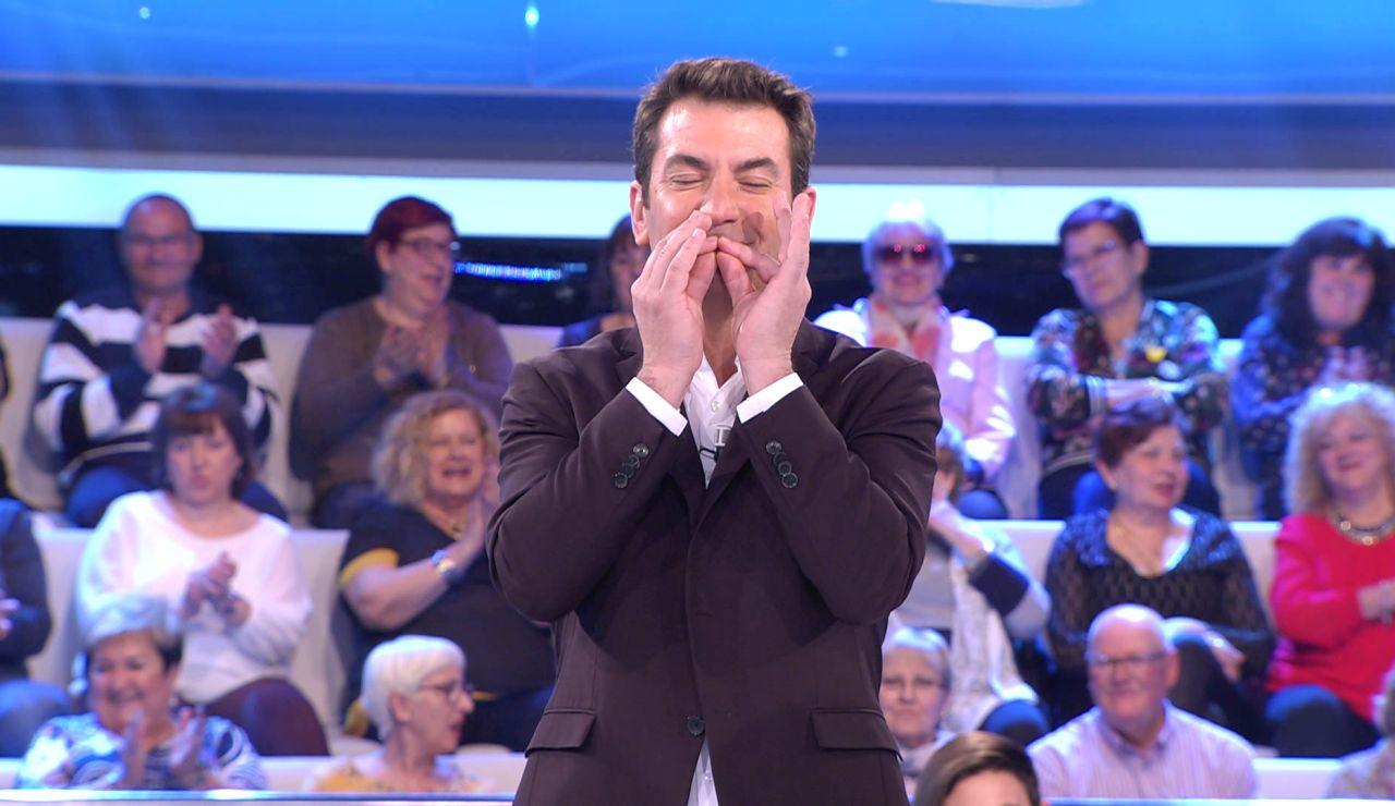 Arturo Valls pide el Nobel del humor para una concursante por su genial chiste 'sueco' en '¡Ahora caigo!'