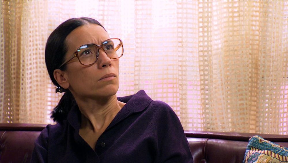 Las excusas de Marcelino hacen sospechar a Manolita de que oculta algo