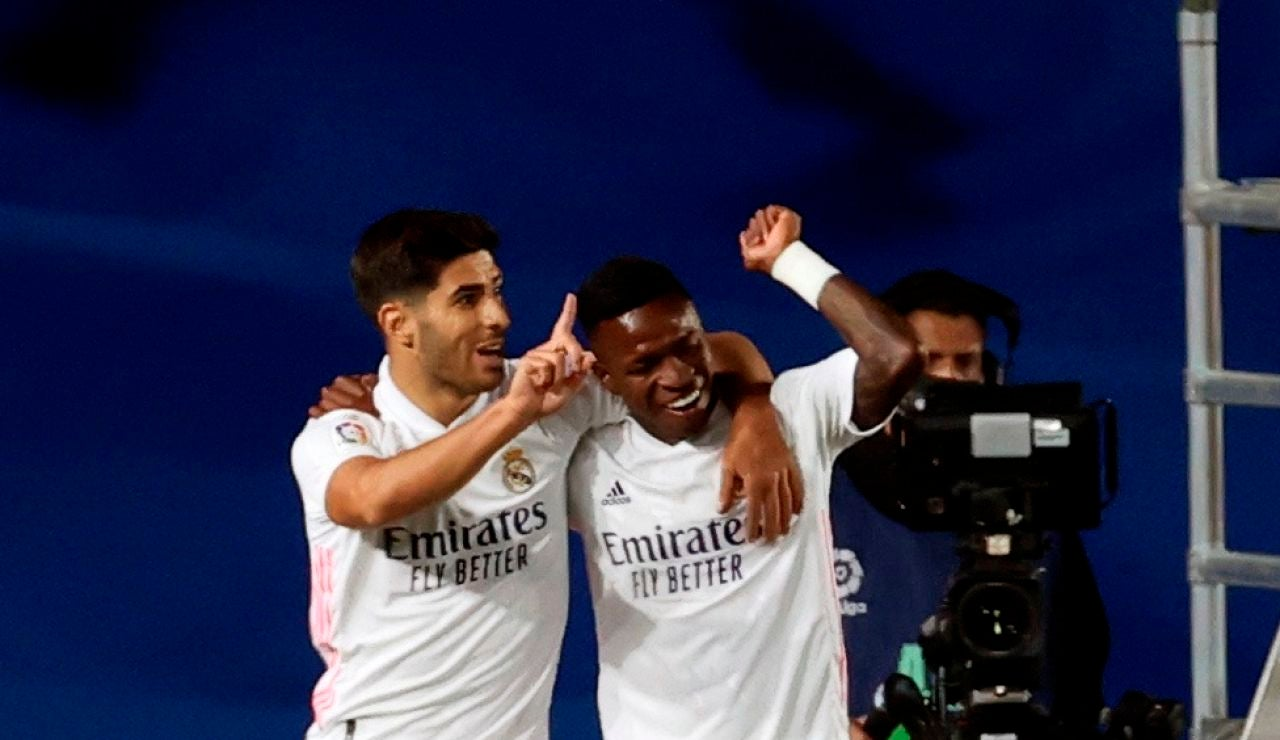 Vinicius y Marco Asensio celebran el gol ante el Valladolid