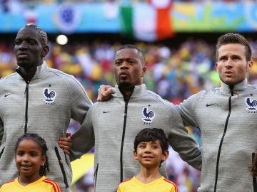 """Evra revela el escándalo racista en el fútbol francés: """"Llegaban cartas y cajas llenas de caca y todo se escondía"""""""