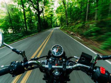 Comprueba los 100 tramos peligrosos para motoristas señalados por la DGT